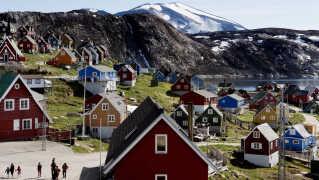 Grønlændere vil have statsministeren til at give den amerikanske præsident klar besked. Han kan ikke købe Grønland, heller ikke Upernavik, som ses her på billedet.