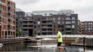 Købere af dyre lejligheder i København vinder på udskydelsen af de nye regler for boligskat, mens husejere uden for byerne er de store tabere.