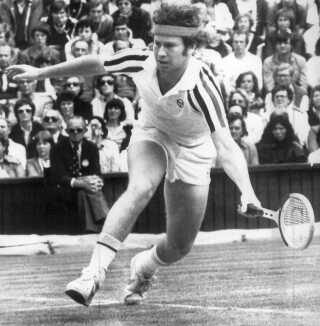 John McEnroe i aktion mod Björn Borg under Wimbledon i 1980. Foto: Arkivfoto/Ritzau Scanpix