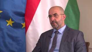 Zoltan Kovacs forsvarer regeringens kontroversielle linje.