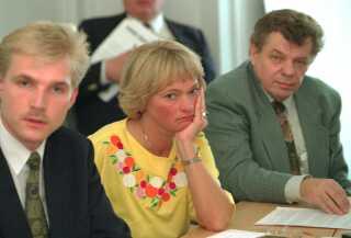 Kristian Thulesen Dahl, Pia Kjærsgaard og Ole Donner stiftede sammen med Poul Nødgaard Dansk Folkeparti efter at være brudt ud af Fremskridtspartiet.