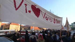 8. januar var skolens elever og personale mødt op foran Styrelsen for Undervisning og Kvalitet for at kæmpe for skolens liv.