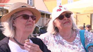 I Dragør har man målt den højeste koncentration af Dimethylsulfamid. Det bekymrer Vivi Krøier og hendes søster Lotte Krøjer. (Foto: DR)