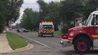 Politibiler og ambulancer på plads i Fredericton.