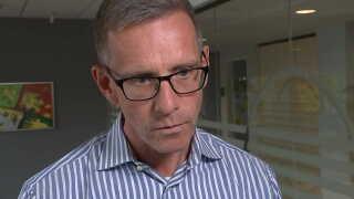 ATP's direktør, Christian hyldahl, vil ikke adbryde selskabets samarbejde med banken Macquarie.