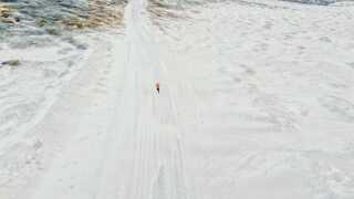 - Planen er, at vi forhåbentligt skal til Island på næste træningstur. Der skal vi undersøge cykeldelen, hvor tyk underlaget er eller skal være, eller om jeg skal cykle på is eller i sne.