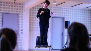 Samsøgades Skole er en kulturskole og har i den forbindelse deltaget i et samarbejde på Aarhus Teater, der hedder Ej blot til lyst. Her møder elever og lærere skuespillere og ser forestillinger.