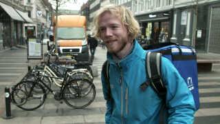 - Jeg er ikke bundet til at møde ind fra 8-16 hver dag, men kan selv disponere over min tid, siger Klaus Ager Sørensen, som netop derfor er glad for at bringe mad ud for Wolt.