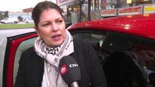 Pia Ovesen vil overveje at udskifte sin nye benzinbil med en elbil, men hun har brug for tid.