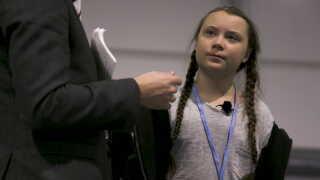Greta Thunberg bliver briefet, inden hun skal interviewes foran et publikum til COP24 i Polen.