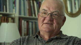 Arne Bierfreund har 42 års erfaring som topadvokat hos advokatselskaberne Bech-Bruun og Gorrissen Federspiel.