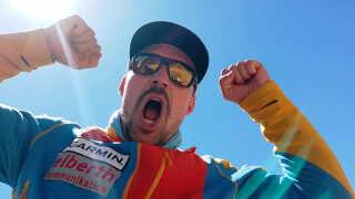Det er en stolt og glad Rasmus Kragh, der er på vej ned ad Mount Everest.