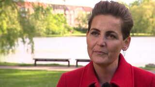 Hvis Mette Frederiksen vil tilbage i den grønne førertrøje, må hun skrue op for ambitionerne, mener SF-formand Pia Olsen Dyhr.