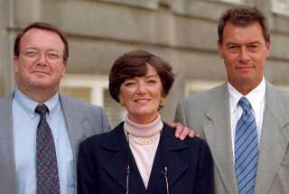 Jane Aamund sammen med sine to brødre Asger Aamund og Bjarke Aamund.