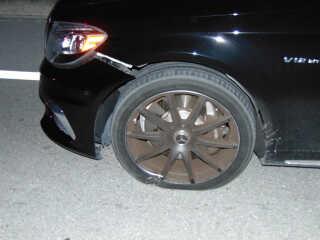 Politibetjentene fandt skader på førersiden af Woods' Mercedes, men de fandt aldrig ud af, hvad han havde ramt på sin vej
