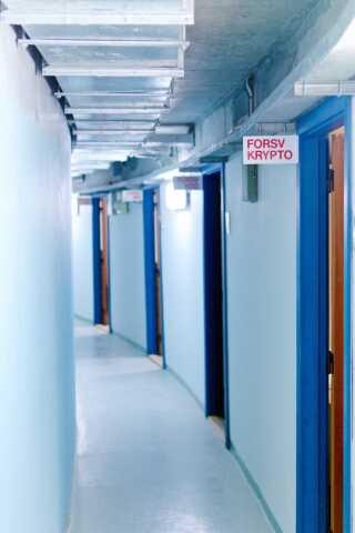 Ringene er kun cirka fire meter brede. Inderst er gangen. Yderst de små kontorer. Hver minister måtte kun tage et lille hold medarbejdere med sig.