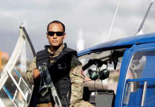 Oscar Perez ses her posere ved en helikopter i hovedstaden Caracas tilbage i 2015.