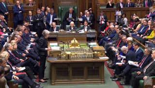 Theresa May måtte i onsdags forsvare skilsmisseaftalen med EU i den ugentlige spørgetime i det britiske underhus.