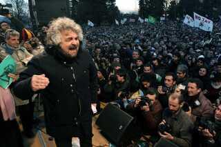 Femstjernebevægelsens stifter, Beppe Grillo, taler ved en demonstration mod højhastighedstoget mellem Torino og Lyon.