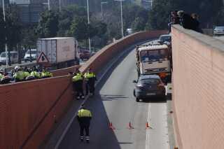 Politiet fik efter en kort jagt standset lastbilen med gasflasker på en ringvej i Barcelona.