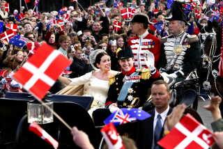 Kronprins Frederik og kronprinsesse Mary kørte gennem København i åben karet - barouche - efter deres bryllup i 2004. Vognen bruges når det er godt vejr og i forbindelse. med særlige mærkedage i Kongehuset og ved officielle besøg.