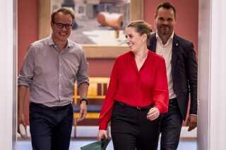 Mette Frederiksen ankommer sammen med nyudnævnt stabschef Martin Rossen til sit kontor på Christiansborg.