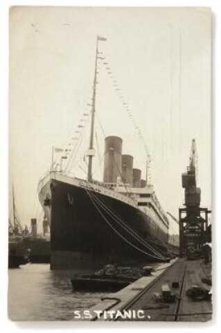 Forsiden af postkortet viser Titanic - skibet ingen troede kunne synke.