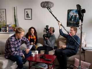 Frederick S K Larsen, Sarah Cederberg, Christoffer Karne og Emil Pahl i gang med optagelser til en Facebook-video. Foto: DR.
