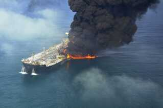 Det norskejede skib, Front Altair, brød i brand efter en eksplosion 13. juni.