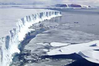 Larsen B ishylden på Antarktis gik i opbrud i 2002. Forskerne frygter flere af disse opbrud i fremtiden.