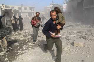 Mindst 27 personer blev dræbt i Ghouta, da byen blev angrebet af kampfly sidste søndag.