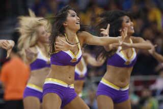 Cheerleaders optræder under en NBA-opvisningskamp i Beijing i 2013. Arkivfoto.
