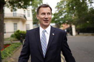 Jeremy Hunt var den første minister til at melde sig som kandidat, da Theresa May meldte sin kommende afgang.