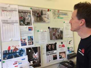 Markus Grigos kolleger har hængt fanpost, avisudklip og billeder op af ham, fra Den store bagedyst på arbejdet i Farum.