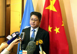 Vesten skal ikke blande sig i Kina og Hongkongs anliggender, mener Kinas viceudenrigsminister Le Yucheng.