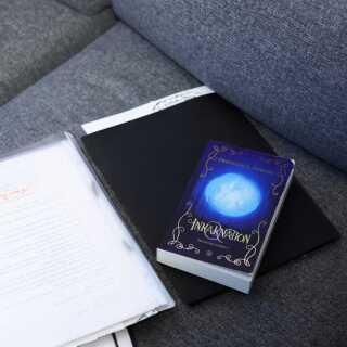 Sådan ser Pernille L. Stenbys debutbog 'Inkarnation', ud. At bogdrømmen nu er en realitet, og hendes gamle barnedrøm er gået i opfyldelse, kan hun godt have svært ved at forstå.