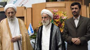 Iranske politikere sammen med medlem af Vogternes Råd.