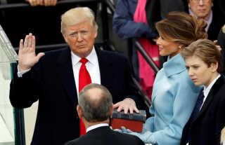 Den amerikanske præsident, Donald Trump, aflægger ed som USA's præsident.