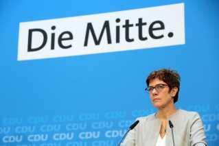CDU's formand, Annegret Kramp-Karrenbauer, mødes igen i dag med partiet i Berlin for at diskutere partiets flygtningepolitik.
