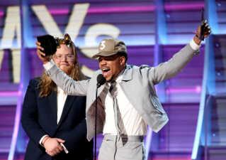Chance the Rapper jubler her over sin Grammy for årets bedste rapalbum.