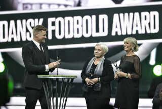 Lone Smidt Nielsen (th.) og  Susanne Augustesen blev de to første kvinder, der kom i fodboldens Hall of Fame, da der var Dansk Fodbold Award i sidste uge.