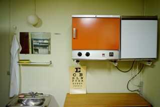 Regan Vest har en lægeklinik, der også altid skulle være fuldt udstyret og stå klar til brug.