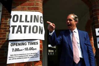 Nigel Farage har erklæret politikerne i Westminster som fjenden og varsler, at han vil smadre britisk politik.