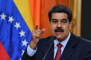 Nicolas Maduro lovede i går at gå rettens vej for at bremse USA's sanktioner mod Venezuelas olieindustri.