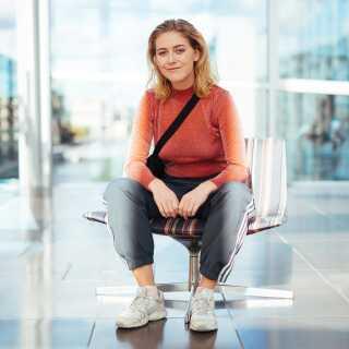 - Jeg bliver inspireret af kvindelige sangskrivere, som kan finde ud af at sætte ord på hverdagssituationer, siger Amanda Bøg.