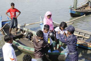epa07180755 Rohingya Muslims arrive to the Thae Chaung village in Sittwe, Rakhine State, Western Myanmar, 21 November 2018. A group of 106 Rohingyas, including children and women believed to have fled the state of Rakhine, have been arrested on a shore in Kyauktan township about 100 kilometers from downtown Yangon on 16 November 2018 and return back to Sittwe, Rakhine State by Navy ship. Authority arrange temporary shelter for the group of 106 Rohingyas at the ManSi village near Sittwe, Rakhine State. EPA/NYUNT WIN