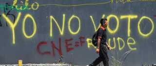 """""""Jeg stemmer ikke"""", står der på en væg i Venezuelas hovedstad Caracas. Mange har opfordret til at boykotte præsidentvalget søndag, hvor præsident Maduro forventes genvalgt til en ny seks års-periode."""