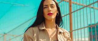 Sandra Hussein er både sangerinde og skuespiller. Lige nu er hun aktuel i serien 'Gidseltagningen' og med singlen 'For mig selv'.