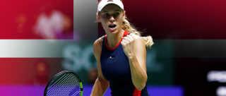 Caroline Wozniacki har sagt nej til at spille ved torsdagens landskamp, og det har rejst debatten om hendes nationale tilhørsforhold.