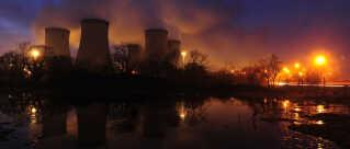 Drax kulkraftværket ved Selby i det nordlige England har en kapacitet på 4000 Megawatt og er Storbritanniens største enkelt-udleder af CO2. Nu opsuger de en lille del af CO2'en fra kraftværkets røg.